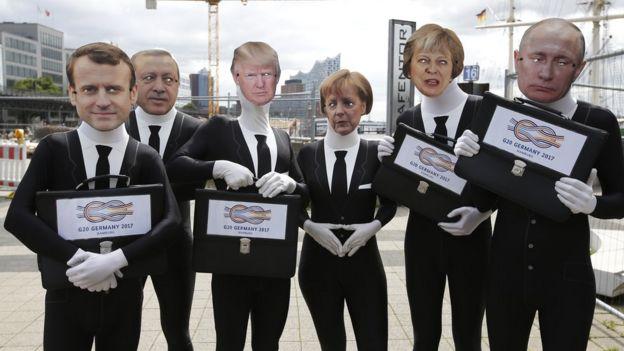 Giới vận động mang mặt nạ hình các lãnh đạo một số nước tham gia Hội nghị G20 tại Hamburg trong tuần này