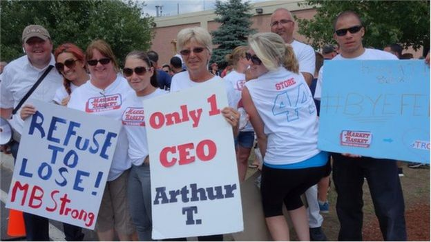 還我好老闆!不許解僱我們的老闆!集市籃子公司數千名員工罷工抗議董事會解僱公司首席執行官。