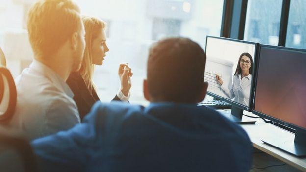 Un grupo de trabajo en una teleconferencia