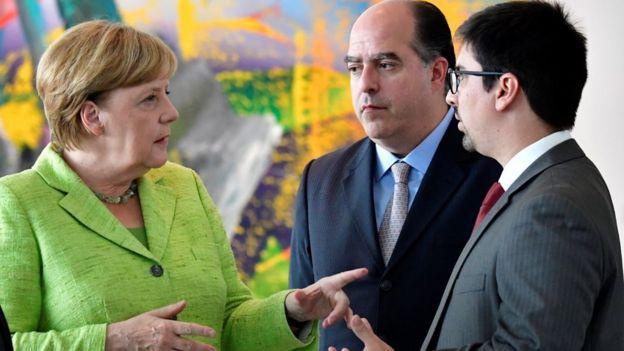 Angela Merkel, canciller de Alemania, Julio Borges, presidente de la Asamblea Nacional, y Freddy Guevara