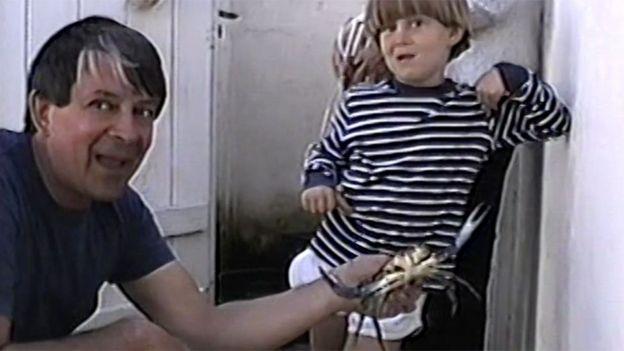 Ảnh của Peter hồi nhỏ với cha