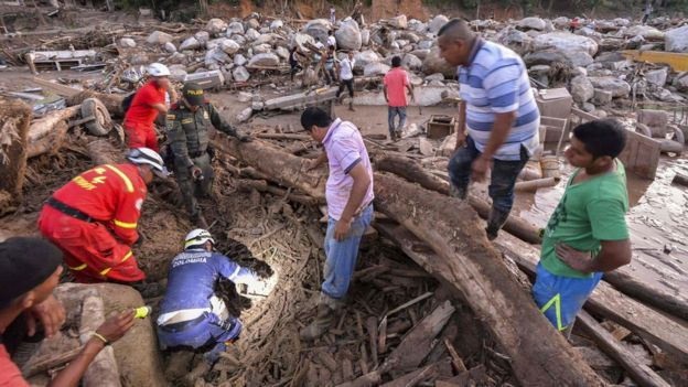 Rescuers seek people among the rubble left by mudslides following heavy rains in Mocoa, Putumayo department, southern Colombia on April 1, 2017.