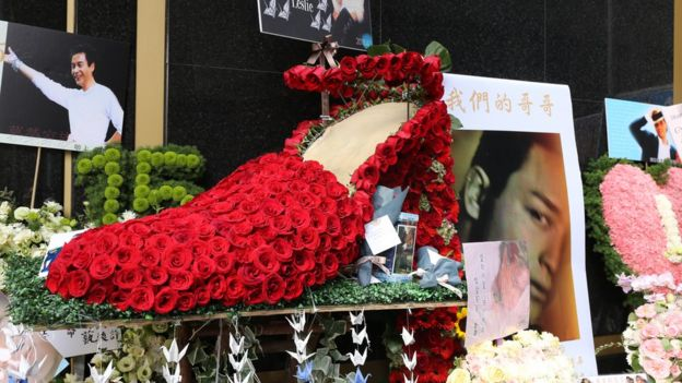 Fans recreated Cheung's signature crimson high heels in Roses