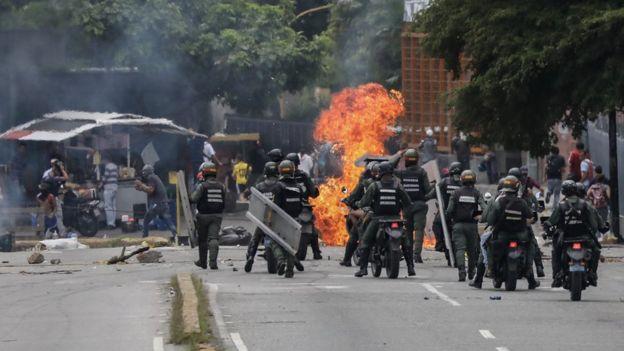 Efectivos de la GNB durante una protesta en Venezuela