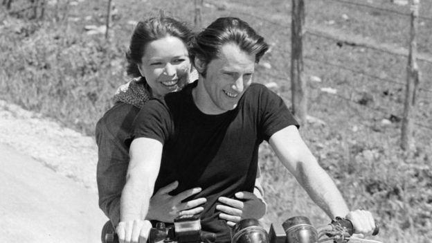 """Sam Shepard, Ellen Burstyn ile birlikte 1980'de filmi """"Resurrection"""" da rol aldı."""