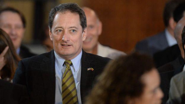 Lee McClenny, Encargado de Negocios de la Embajada de EE.UU. en Venezuela, estuvo presente durante la alocución de Arreaza.