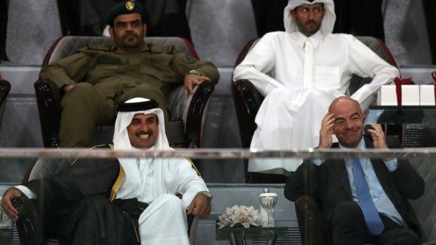 El emir de Qatar con el presidente de la FIFA.