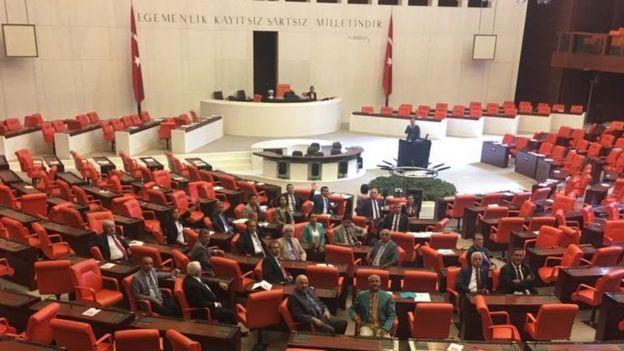 نمایندگان مخالف دولت در مجلس ترکیه تحصن کردند