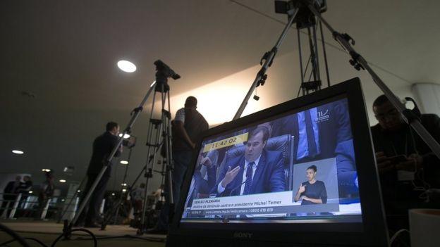 Imagem de Rodrigo Maia em televisão