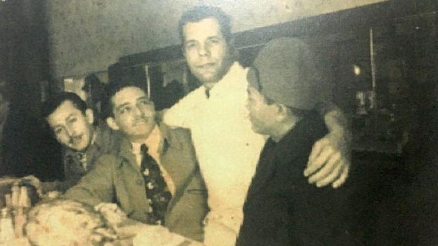 Tres venezolanos con Joe Costa en Nueva York a mitad de los años 90.