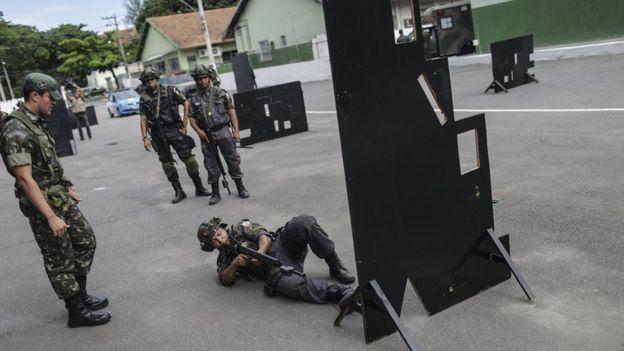 Treinamento do Exército no Rio