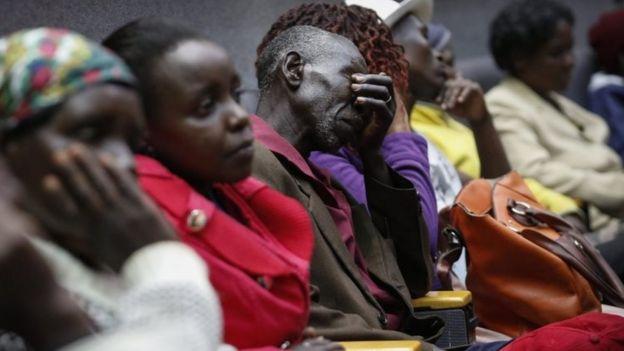 Family members of victims attend a memorial service in Nairobi, Kenya (02/04/2016)