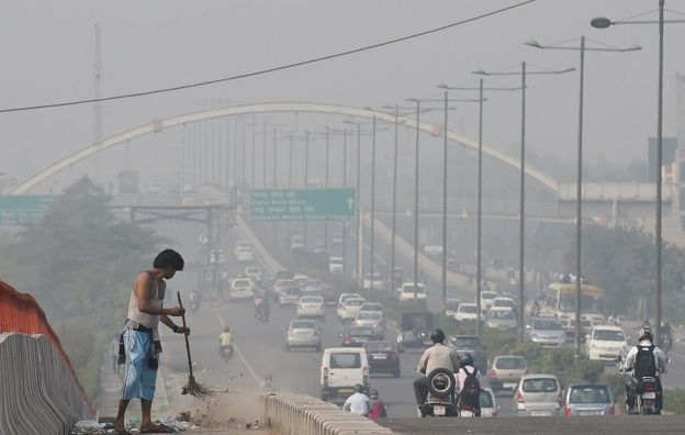 A smoggy view of a main road in Delhi the morning after Diwali celebrations in 2016