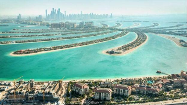 Dubai đã có những công trình phức hợp được xây dựng trên đảo nhân tạo vươn ra biển