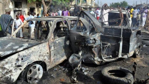 Carro bombardeado