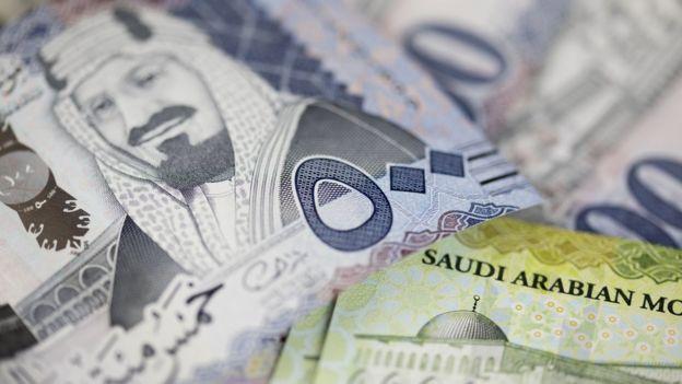 Billetes sauditas.