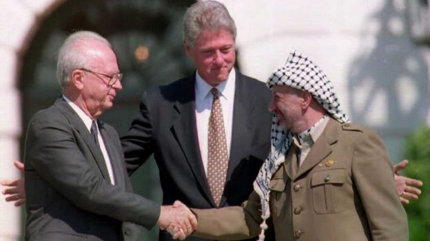 Yitzhak Rabin, Bill Clinton y Yasser Arafat.