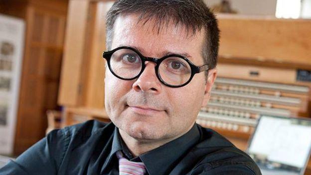 O professor Eduardo Miranda