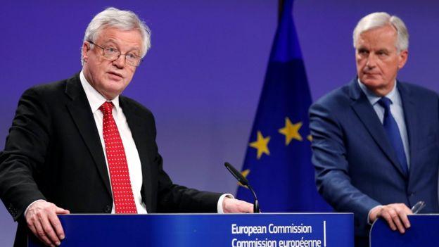 英國脫歐大臣大衛·戴維斯和歐盟首席談判代表麥克·巴尼爾