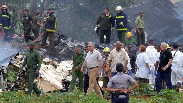 El presidente Miguel Díaz Canel en el lugar del accidente