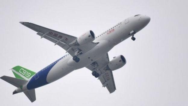 نجاح أول رحلة تجريبية لطائرة ركاب صينية الصنع