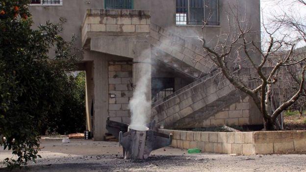 Los restos de un misil lanzado por Israel.