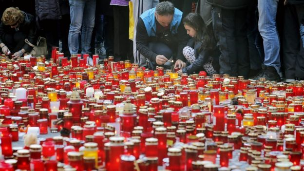Romanian people pay their respects for the club blaze victims by lighting candles in front of the fire accident site in Bucharest, Romania, 01 November 2015.