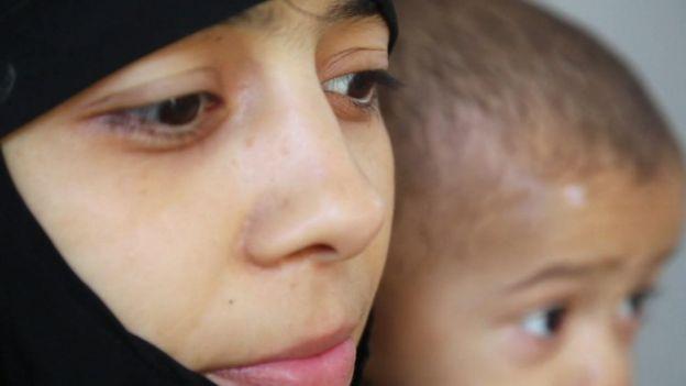 Iman con su hijo