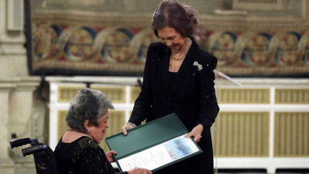 Claribel Alegría recibe el Premio Iberoamericano de Poesía de manos de la reina Sofía