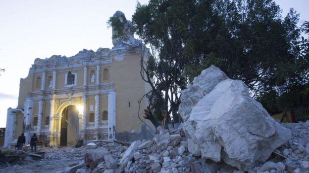 Iglesia de Atzala destruida por el terremoto.