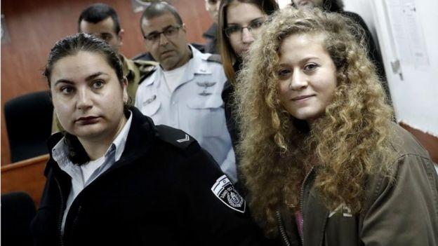 Ahed Tamimi na corte militar em 13/02/18