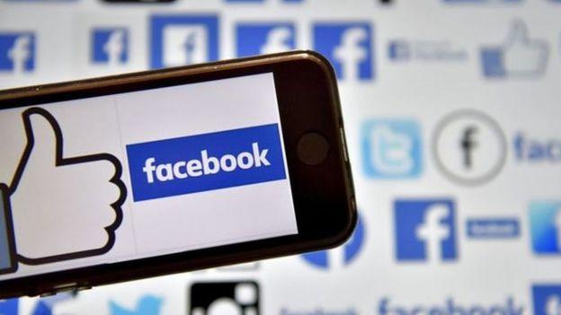 Pantalla con el logo de Facebook