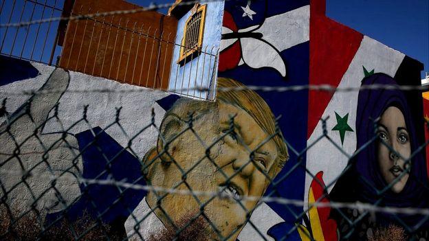 Muro con dibujo de Donald Trump