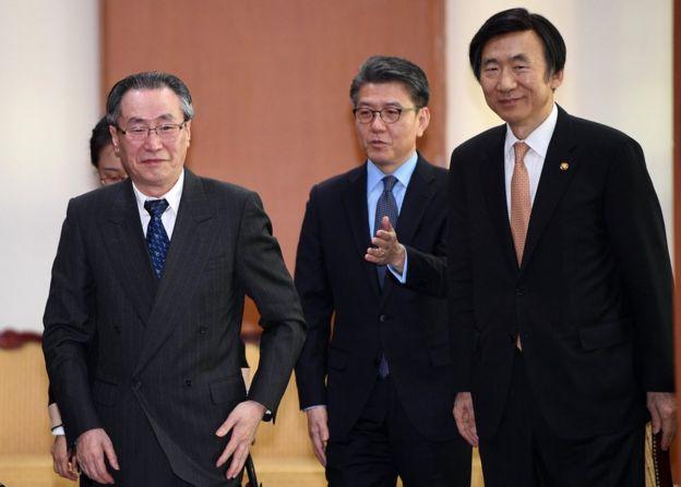 El enviado especial de China a la península coreana, Wu Dawei (izq.), el principal enviado nuclear de Corea del Sur, Kim Hong-kyun (centro) y el ministro de exteriores Yun Byung-se (der.) en una reunión en Seúl