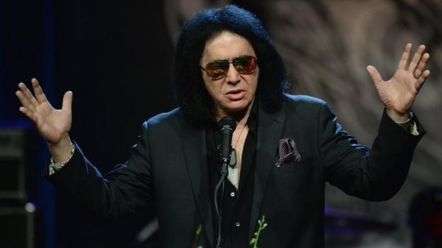 Gene Simmons, co-founder of the rock band Kiss, delivers remarks during the memorial service for rock 'n' roll legend Chuck Berry at the Pageant Concert Hall and Nightclub (09 April 2017)