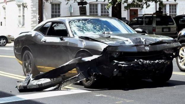 Así quedó el automóvil que atropelló a Heyer.