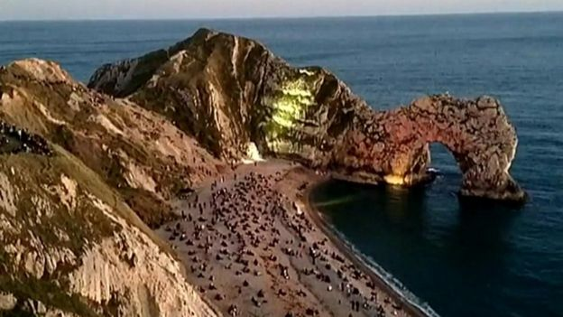 Durdle Door lighting event & Durdle Door light show: Man dies after ambulance route blocked ...