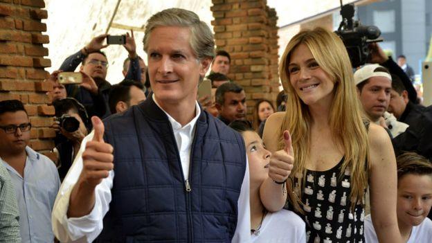 Alfredo del Mazo y su mujer
