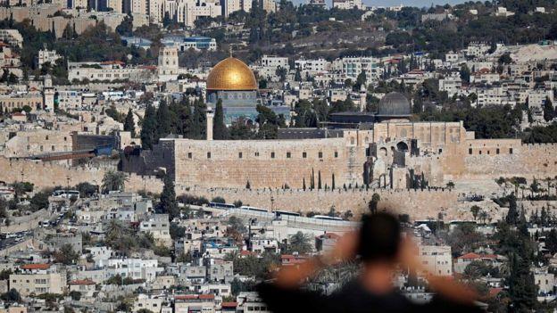 Yerusalem merupakan tempat situs-situs suci yang penting bagi pemeluk Yudaisme, Islam, dan Kristen.