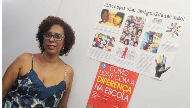 A professora Jonê Carla Baião em escola do Rio