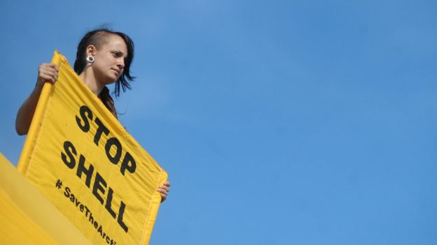 Una manifestante en Alaska.