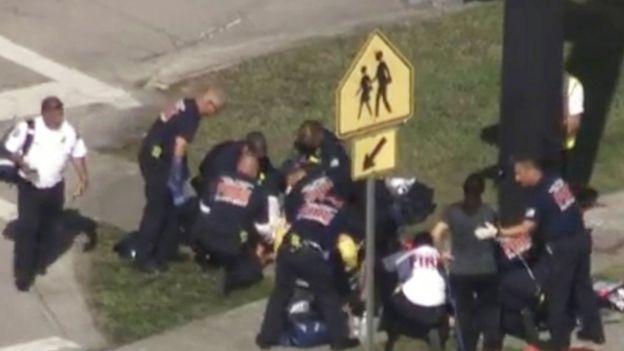 Brigadas de rescate asisten a víctimas tras el incidente.