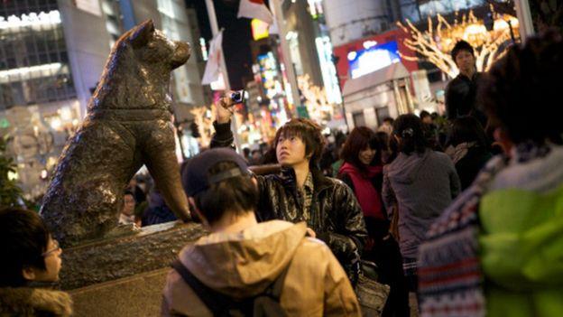 A statue of Shibuya