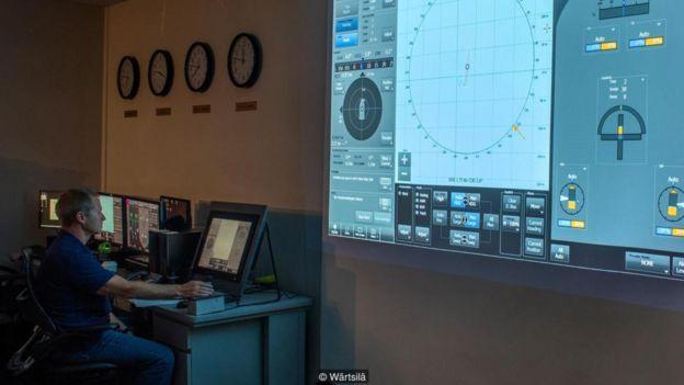 Các tàu chở hàng của tương lai có thể đi khắp các đại dương mà không có người, và thay vào đó chúng được điều khiển từ xa, cách 5.000 dặm, giống như một trò chơi video.