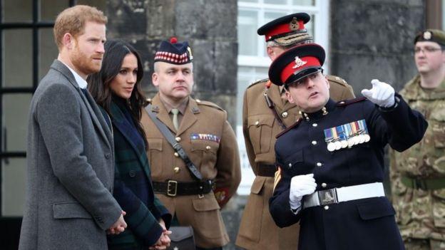 Prince Harry and Meghan Markle meet Sgt David Beveridge (right) before he fires the One o'clock gun at Edinburgh Castle