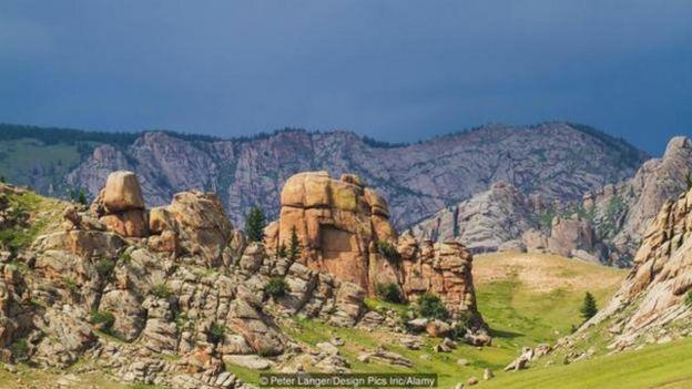 「傳說成吉思汗被葬在肯特山 (Khentii Mountains) 上」的圖片搜尋結果