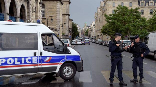 'Gunshots' at Paris's Notre Dame