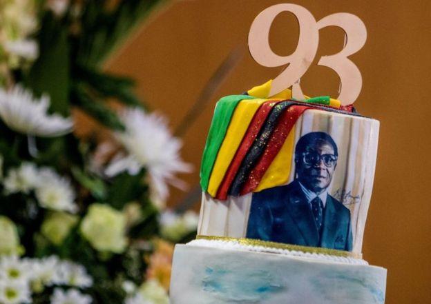 Un paste de celebración para Mugabe
