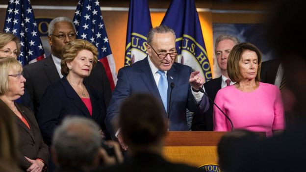Representantes de la minoría demócrata en el Congreso de EE.UU. critican la postura de sus opositores republicanos.