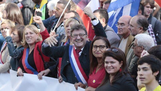 راهپیمایی امروز پاریس با دعوت آقای ملانشن، وسط، شکل گرفت
